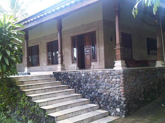 Raffles Holiday Hotel: Room exterior