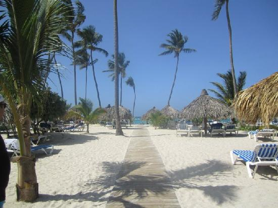 Luxury Bahia Principe Ambar Blue Don Pablo Collection: Pathway from the pool to the beach