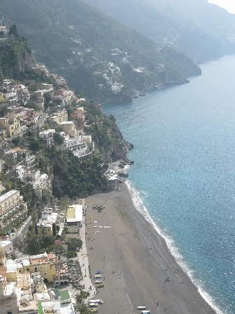 Hotel Villa Franca: Spiaggia Grande from the pool