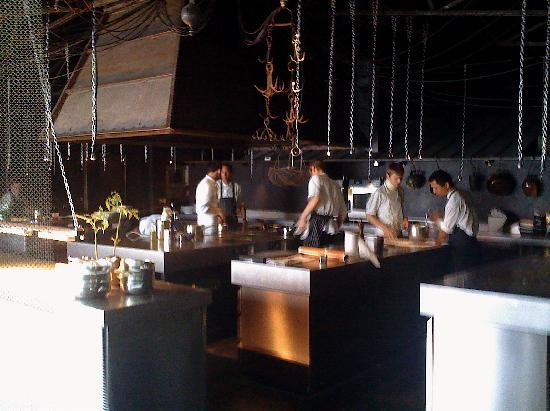 Cuisine ouverte picture of auberge de la grenouillere for Cuisine ouverte restaurant