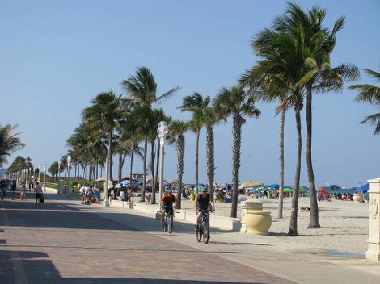 Marine Villas: The Hollywood beach Board Walk