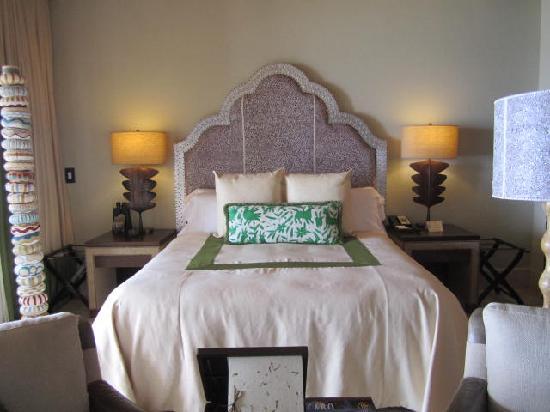 Bedroom (32077276)