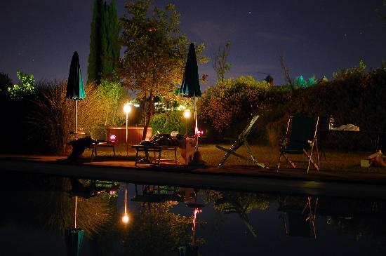 Agriturismo Raccianello : the pool at night