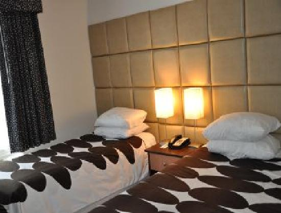 Super 8 Brooklyn / Park Slope Hotel: Luxury Room with 2 beds (1 Double, 1 Twin)