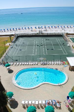 Holiday Surf & Racquet Club: Holiday Surf Destin Beach front - Amenities include Pool, Tennis Courts and Shuffleboard
