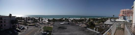 Beachwalk Inn: Panoramic view from our balcony