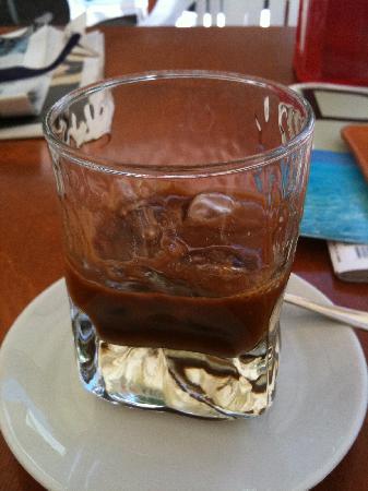 B&B Anticadimora dei Pepe: caffè al ghiaccio con latte di mandorla, tipico salentino