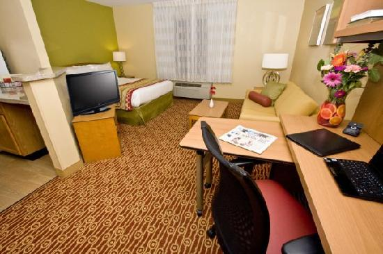 TownePlace Suites Fresno: Studio Apartment Style Living
