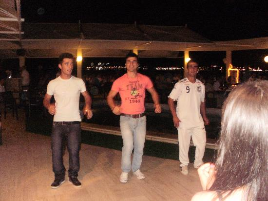 Tuntas Beach Hotel Altinkum : entertainers