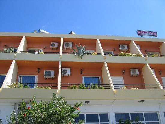 Creta Mare Hotel: Nice on the outside