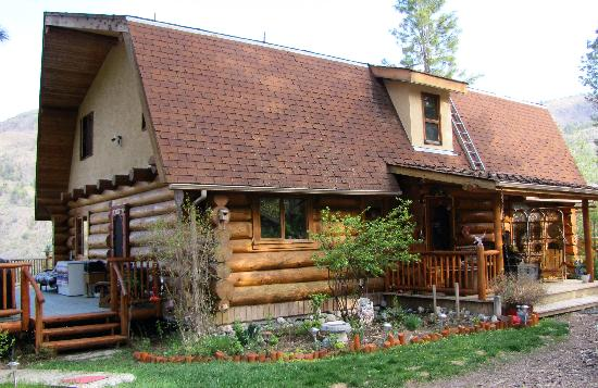 Something Special Bed & Breakfast: Beautiful log home