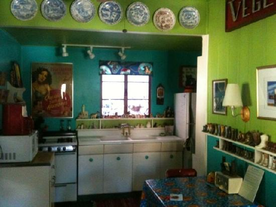 The Sleepy Dog Guest House: The cutest kitchen EVAH!