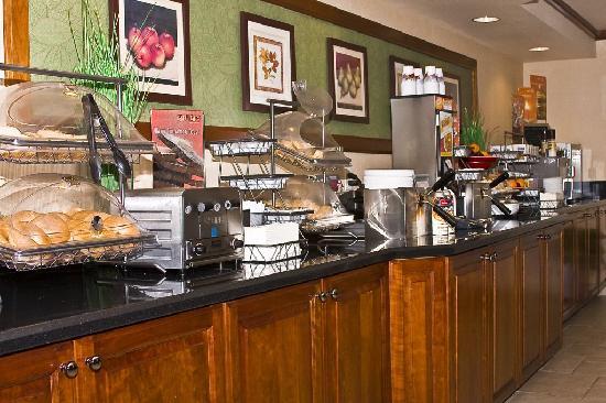 Fairfield Inn & Suites Rancho Cordova: Complimentary Daily Breakfast