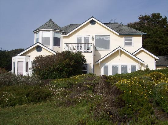 Mendocino Seaside Cottage: Mendocino Seaside cottage from outside