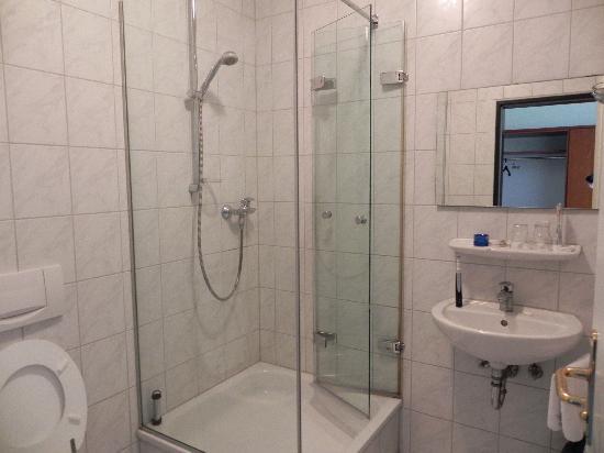 Hotel Grasbrunner Hof: Bathroom