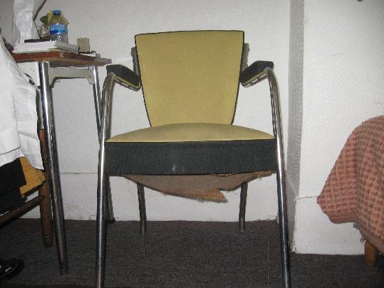 Hôtel Wagram : le mobilier dégradé