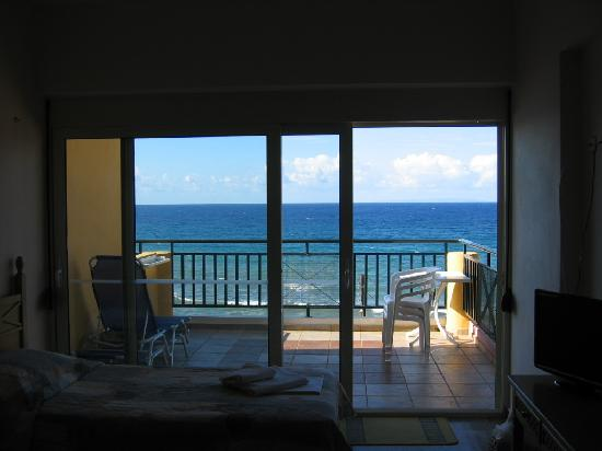 Horizon Beach Hotel: View to the see