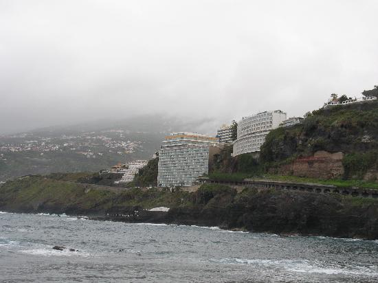 Atlantic Mirage Suites & Spa : View of the hotel, our right