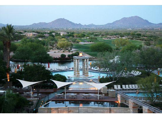 JW Marriott Phoenix Desert Ridge Resort & Spa: Evening view from our room