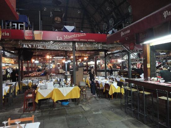 Montevideo, Uruguay: Preparados para almorzar en el Mercado del Puerto