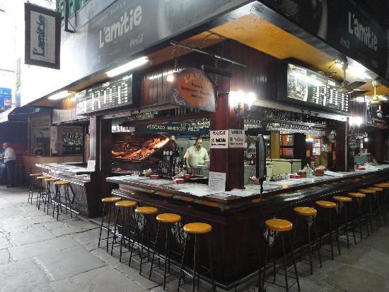 Montevideo, Uruguay: Preparando chivitos en el Mercado