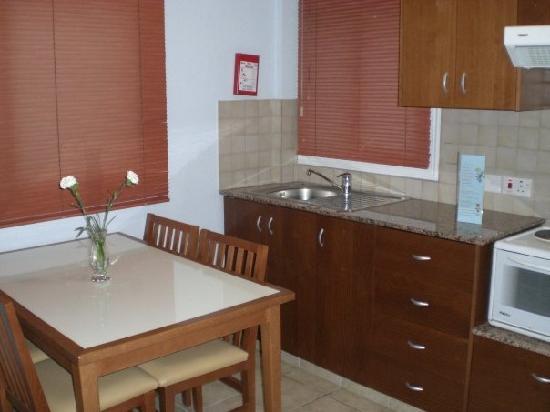 Tasia Maris Gardens Apartments : Apartment kitchen