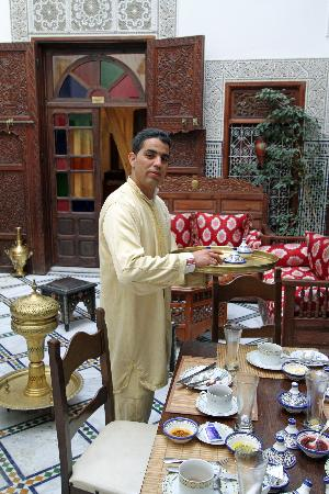 Riad Dar Chrifa : Breakfast clear up