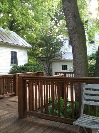 The Inn at Lost River: The deck behind the house