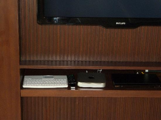 Jumeirah Dhevanafushi: Apple entertainment system in each villa along with Bose sound system throughout