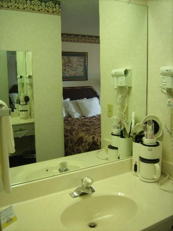 Days Inn Gray: Bathroom