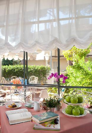 Hotel Solitude : Saletta e terrazza