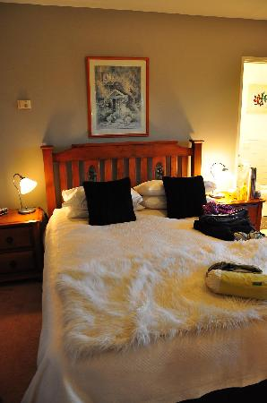 St James Bed & Breakfast: Magnolia Room
