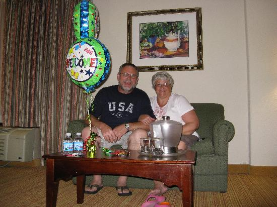 Clarion Hotel: Balloons and snacks welcomed us!