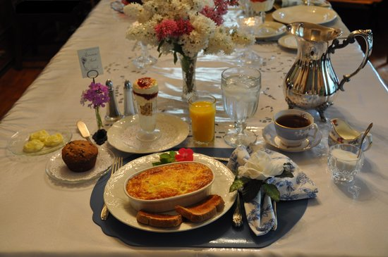 "Garden Gate Bed and Breakfast: ""Breakfast is our Signature"""