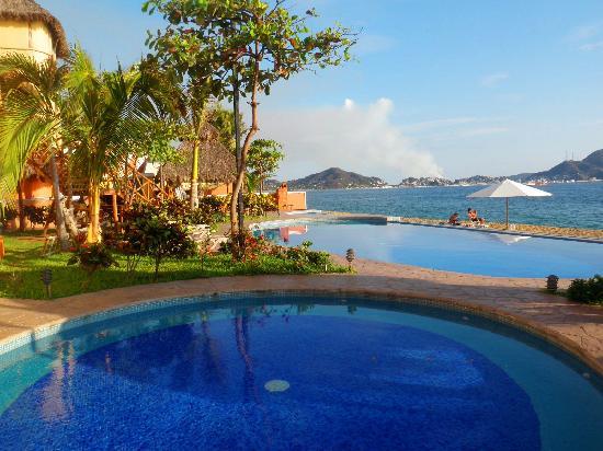 Hotelito Escondido Manzanillo: ALBERVA HACIA PUEBLO
