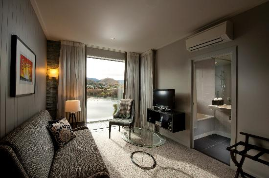 DoubleTree by Hilton Hotel Queenstown: Deluxe Lakeview Room