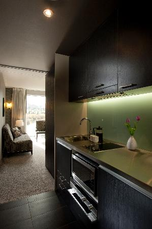 DoubleTree by Hilton Hotel Queenstown: Guest Room kitchenette
