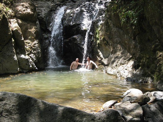 El Valle de Anton, Panama : Chilling out at the falls