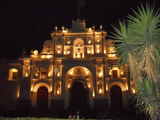 Casa Florencia Hotel : a church near the hotel at night