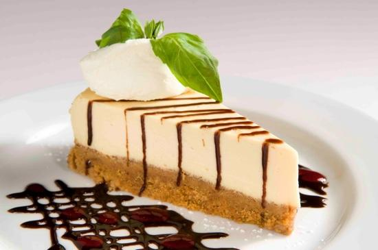 Durty Nelly's Authentic Irish Pub : balieys irish cream cheesecake.. yummy
