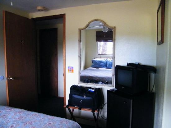 Peace Of Maui Bedroom With Mini Fridge And Tv