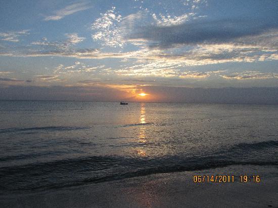 Iberostar Cozumel: sunset at Albertos