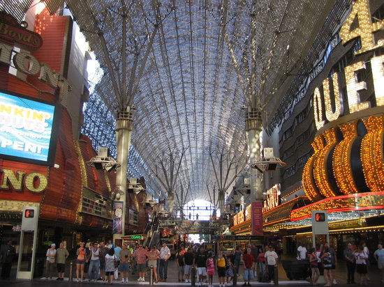 Las Vegas Downtown : Freemont St. covering