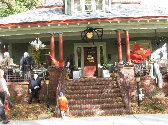 Bliss Bungalow: Halloween 2009 Bungalow Porch