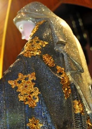 Jewelled statue of the Virgin Mary - Cathedral of the Immaculate Conception