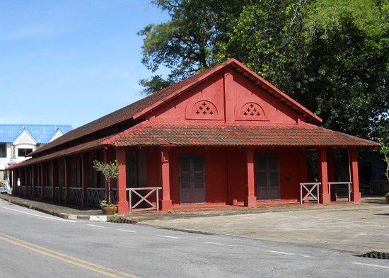 ตึกแดง