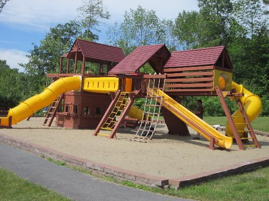 Comfort Suites Lake George : Huge outdoor playground