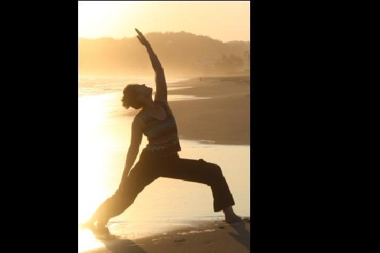 La Loma Linda: Bungalows, Yoga and Feldenkrais: Yoga on the Beach
