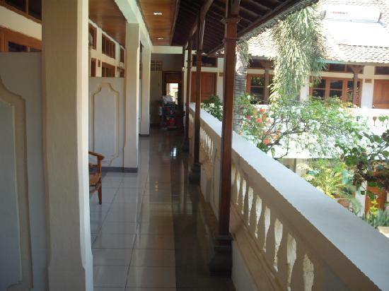 Rosani Hotel: Balcony Outside Rooms