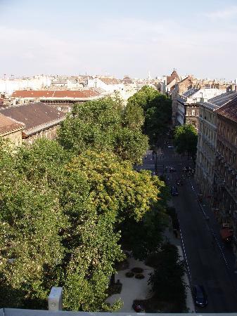 Medosz Hotel: Square and Liszt Ferenc